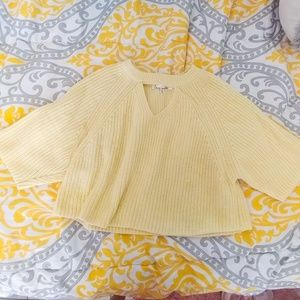 Light yellow short sleeve sweater